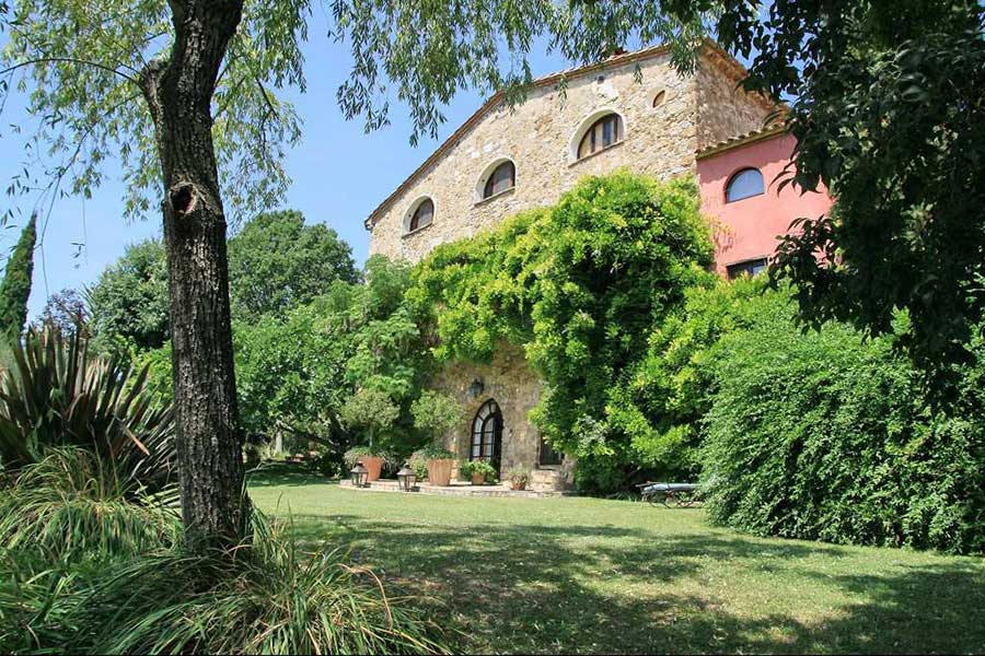 Renovated 18th C. Catalan Mas - foothills of Pyrenees