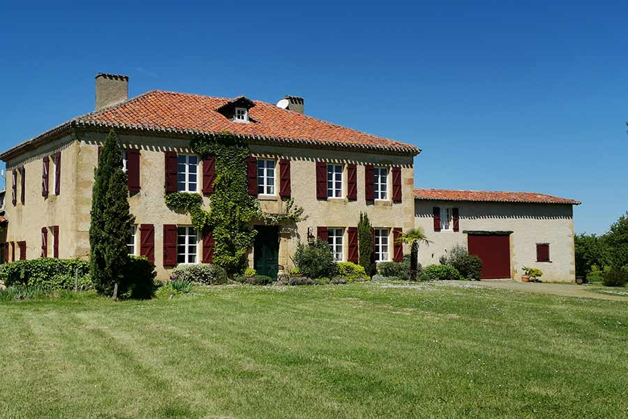 Fine Maison de Maitre for sale in hilltop location - views!!