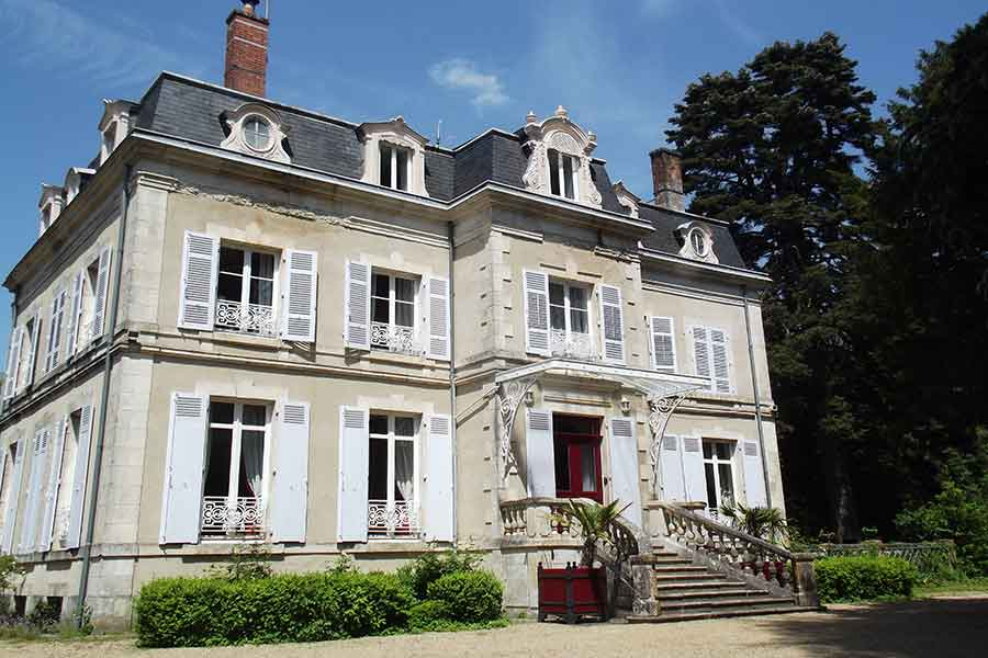 Elegant 17-19thC Chateau for sale nr Chateauroux