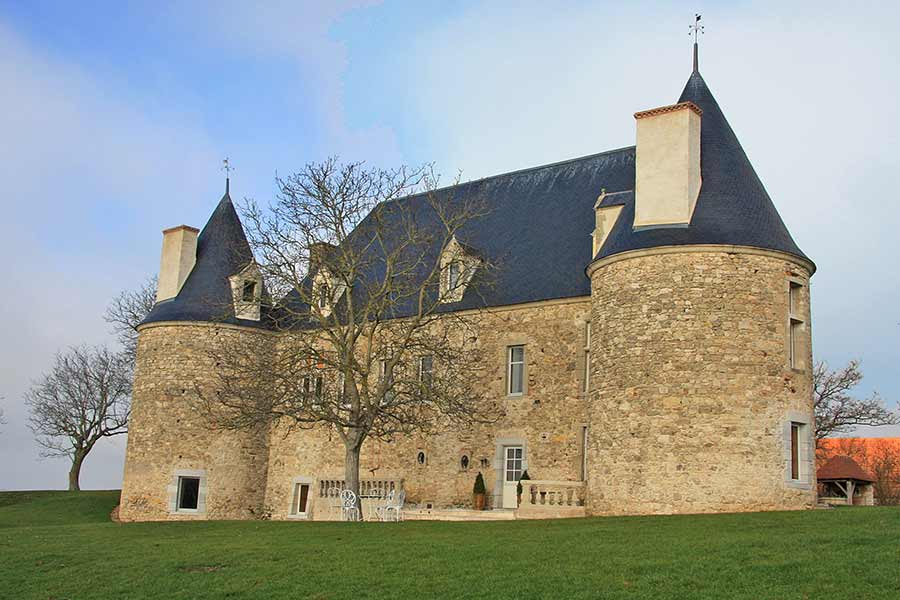 Luxuriously restored 15/16th C. Chateau for sale - Views.