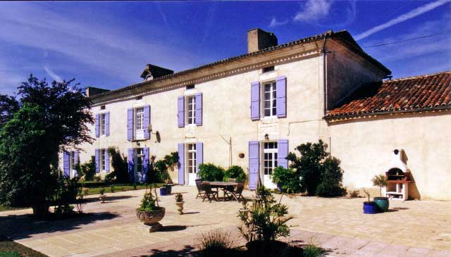 Fine 18/19th C. Maison de Maitre, 2 houses, Barns & Pool