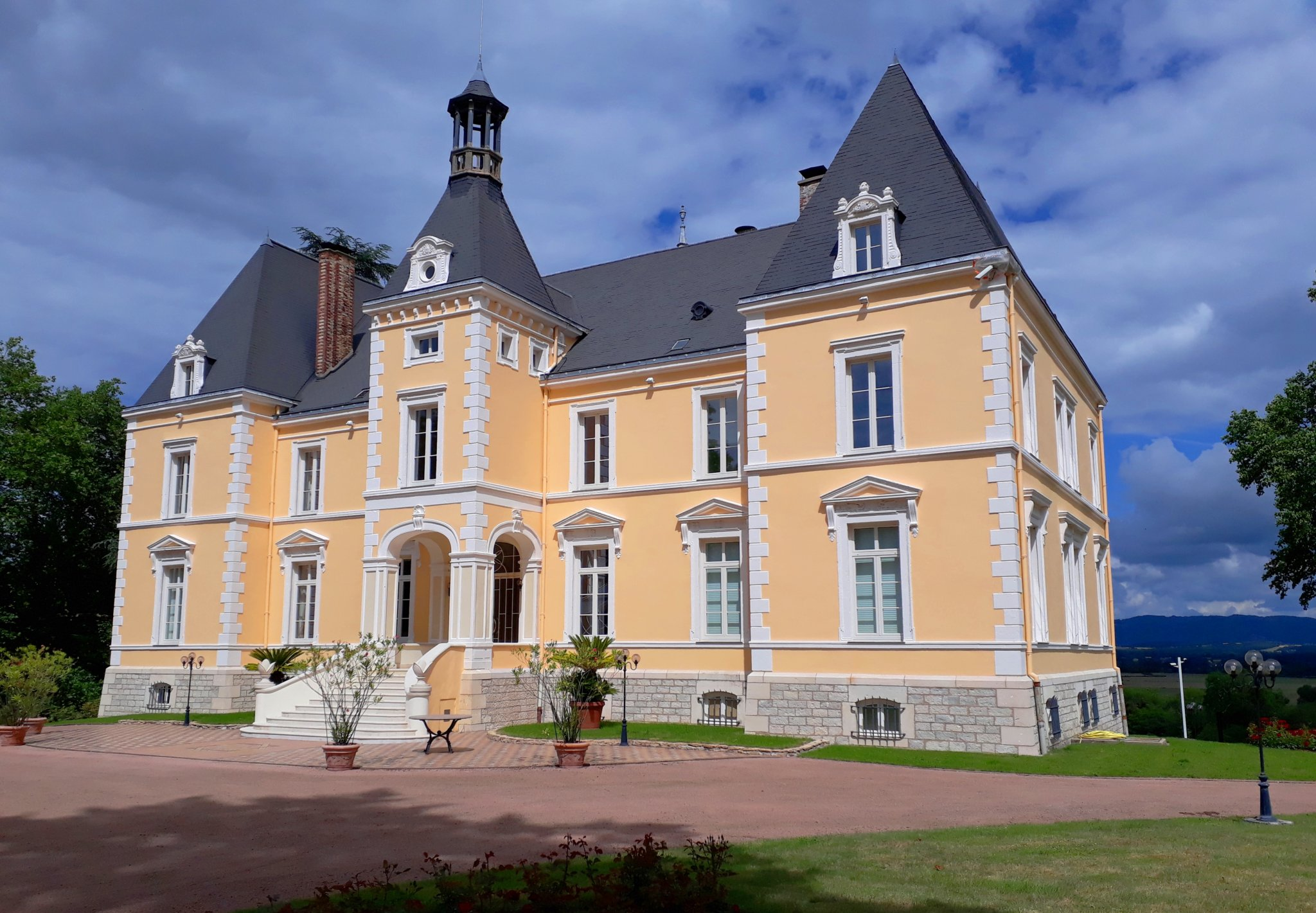 19th C chateau for sale S.Burgundy