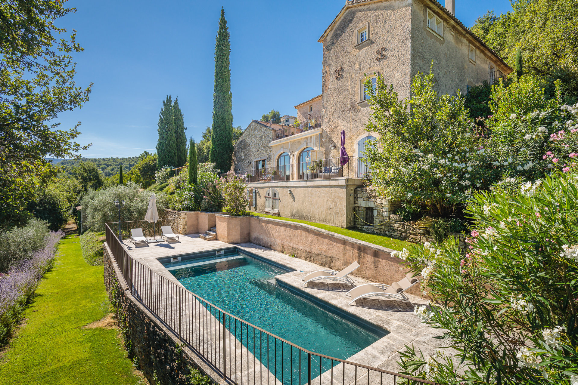 Charming renovated 18th C bastide- Luberon