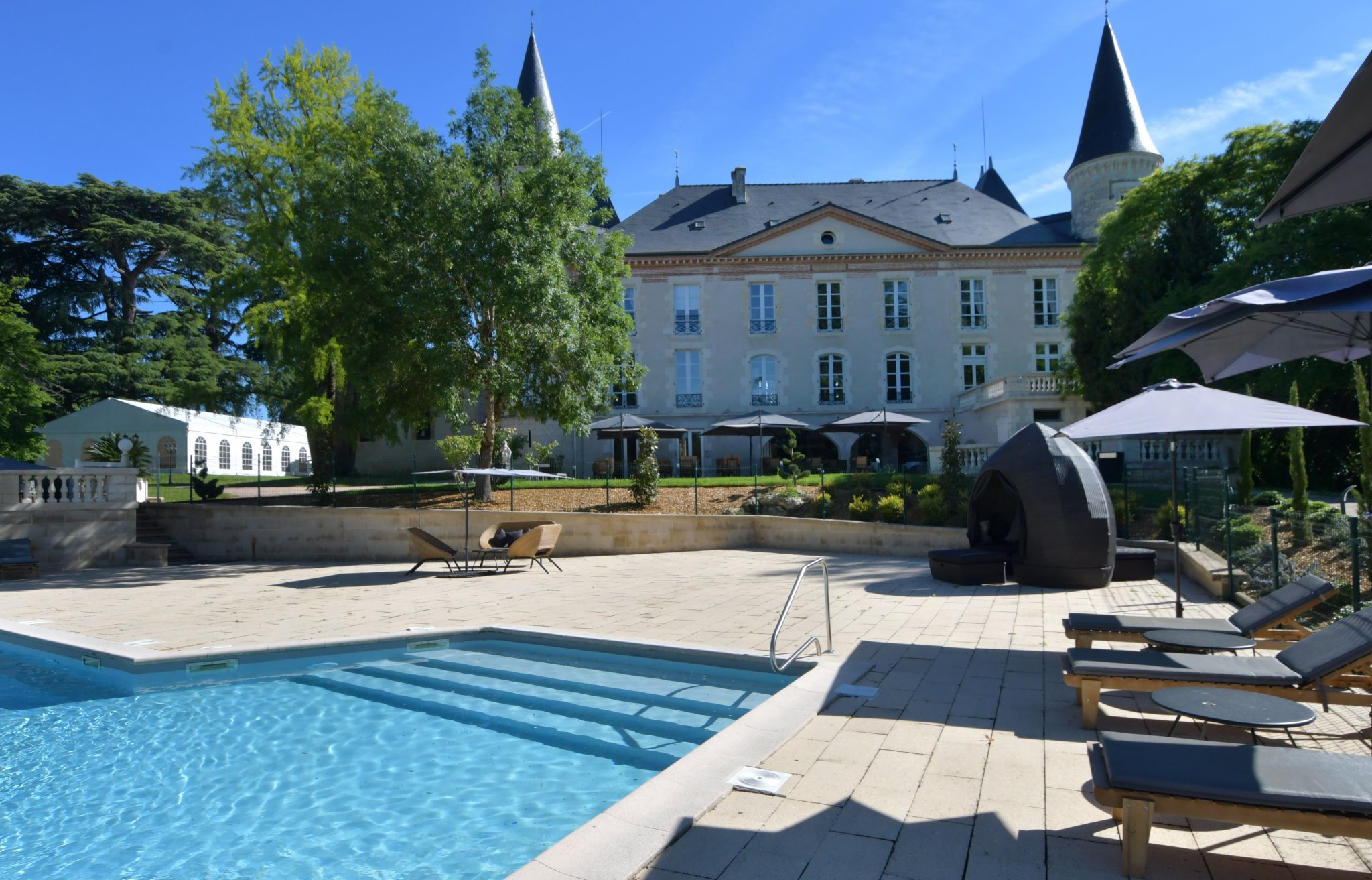 17th renovated Chateau hotel for sale near Agen
