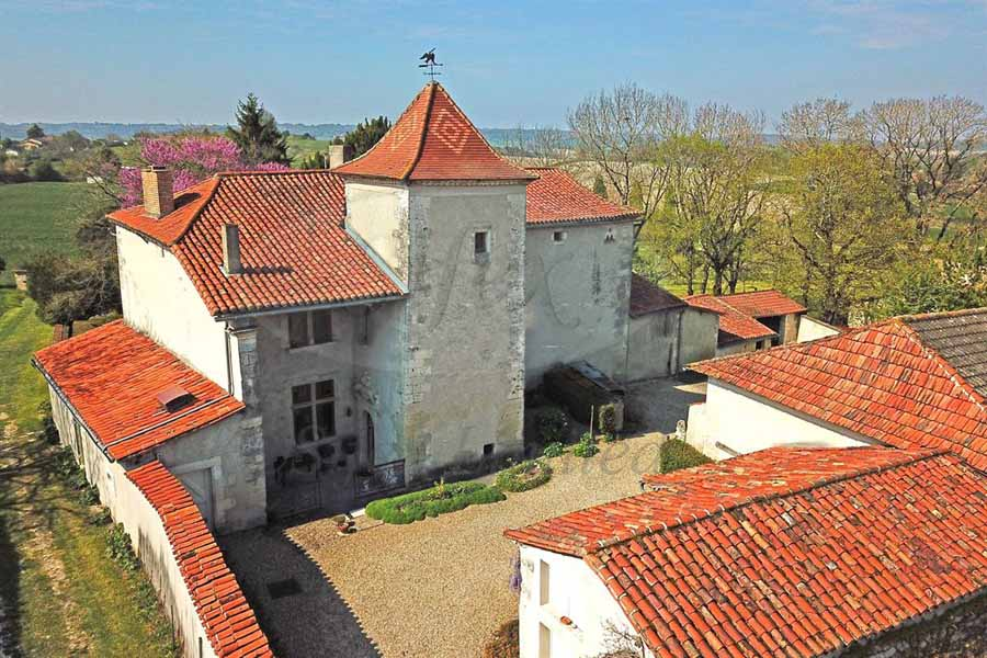 Beautiful Manor House for sale in the Dordogne.