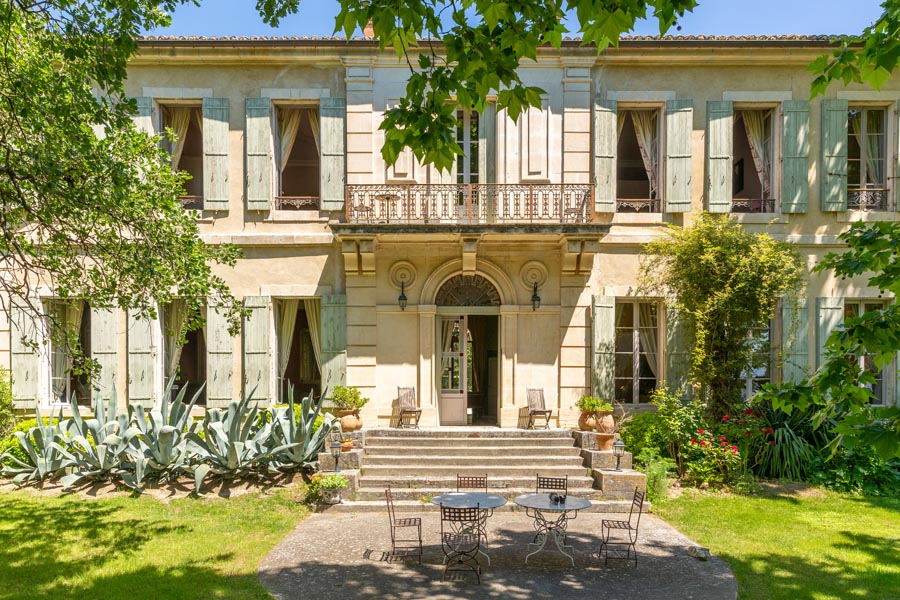 Chateau & Organic Vineyard for sale. 3 Apartments.