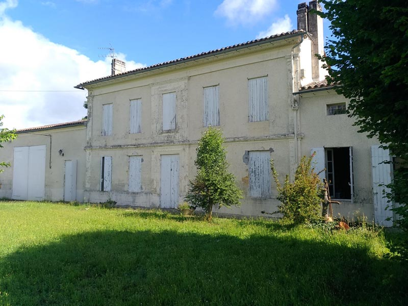Pretty Girondine to renovate for sale with Vineyard