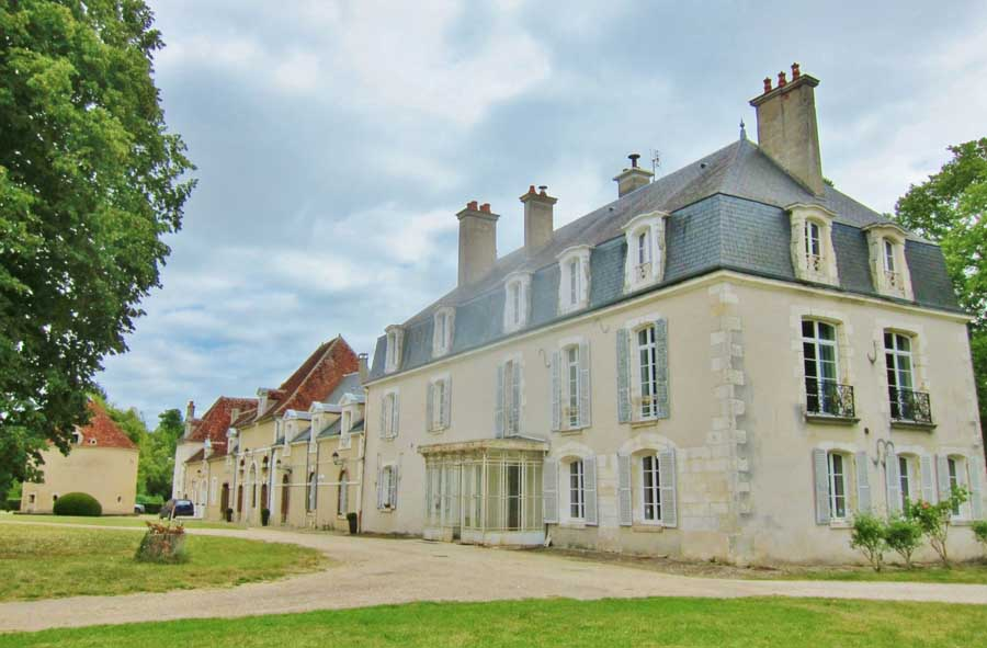 17-19th C Chateau for sale with a 25 ha park and wood