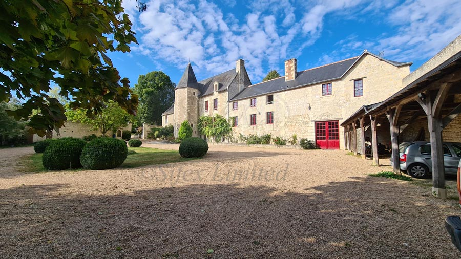 Listed manor for sale near Chinon