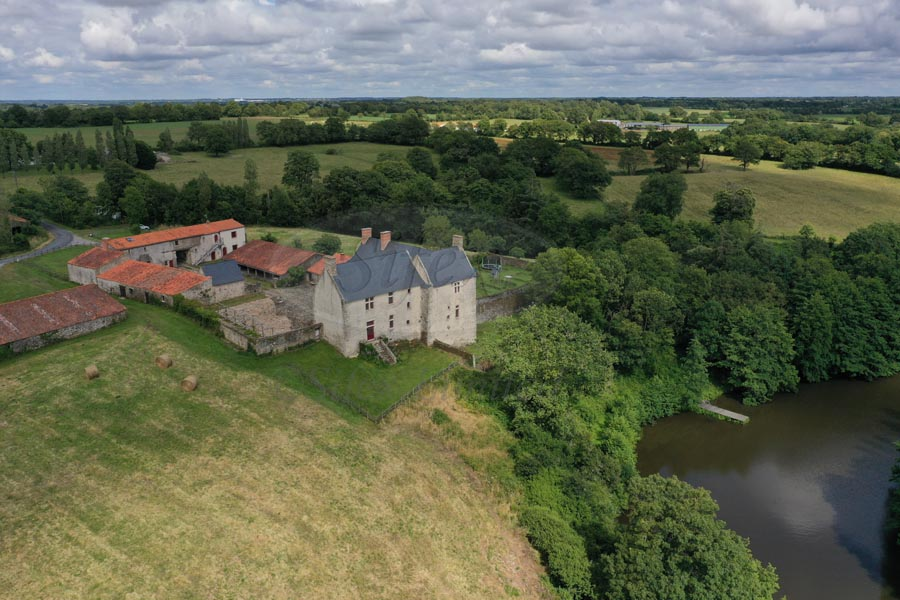 Listed Manor House for sale 20 km from the sea.
