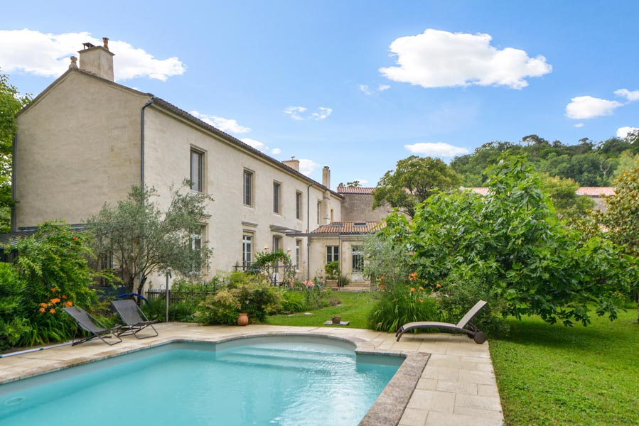 Beautiful 17th century property for sale near Bordeaux