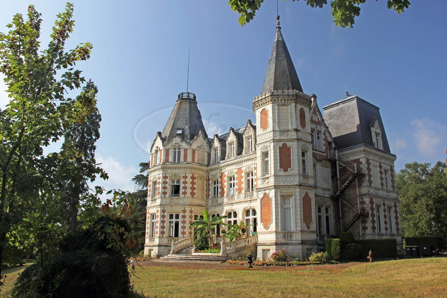Imposing 19th C. chateau for sale neat Tours